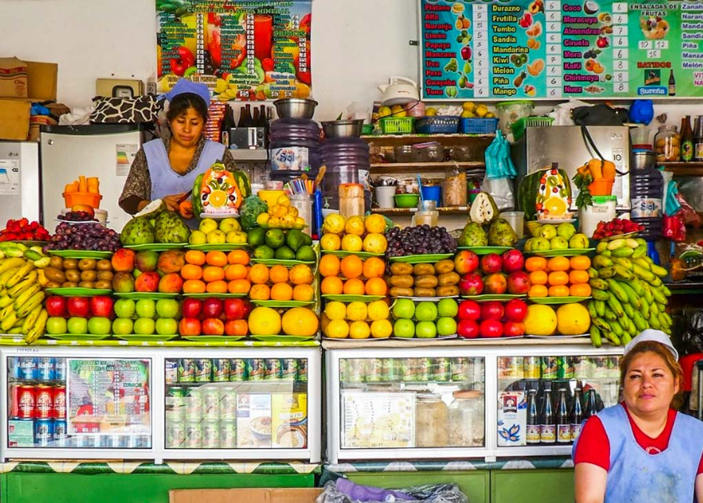 Fruit juice stand at Mercado Central