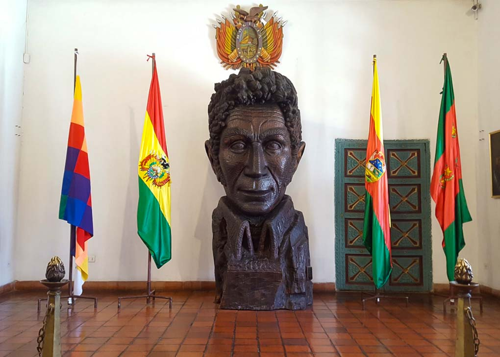 Statue of Simon Bolivar at the Casa de la Libertad