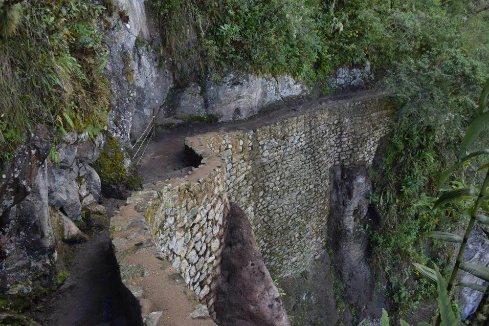 photo of the inca bridge path