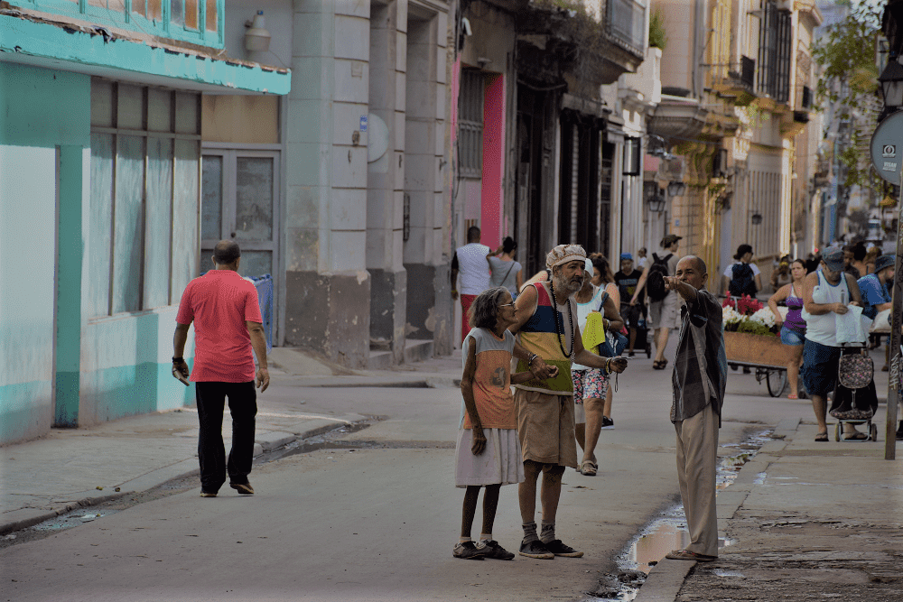 An old couple asks for directions on the streets of central havana