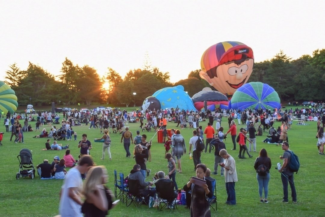 inflating balloons in hamilton