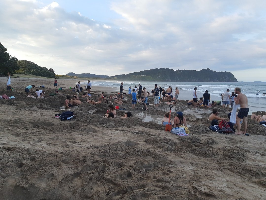 how busy it gets at hot water beach