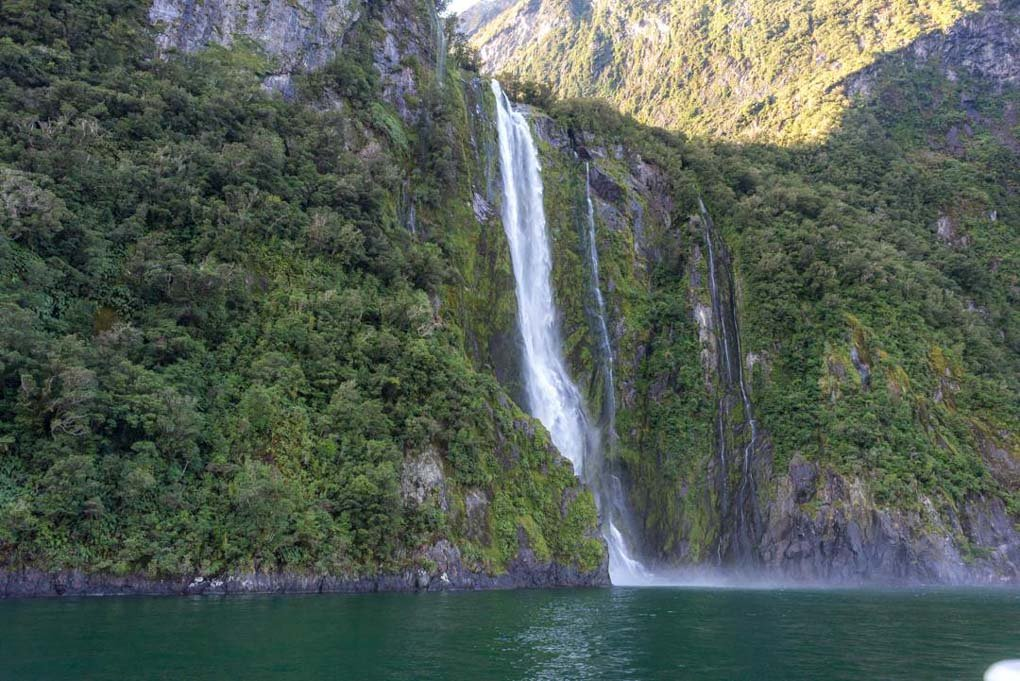 stiriling falls in milford sound