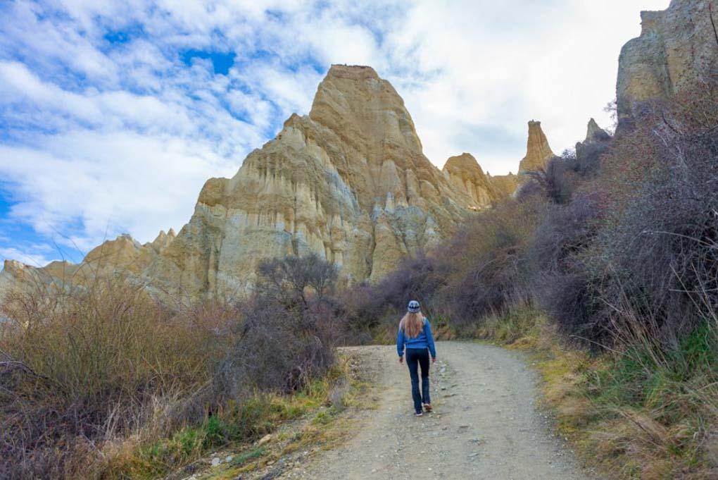 Walking to the Omarama Clay Cliffs