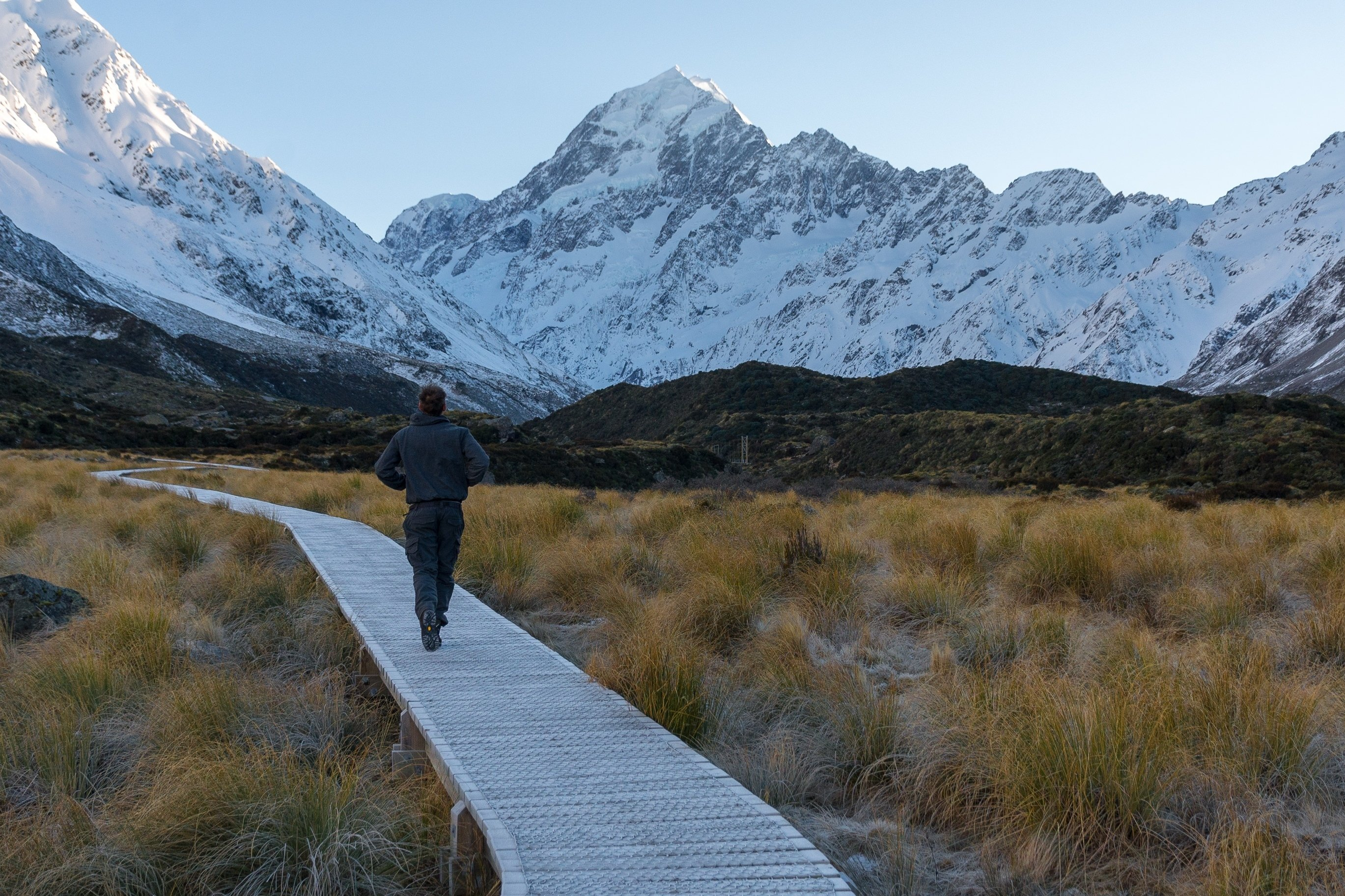 the walkway along the Hooker Valley Track