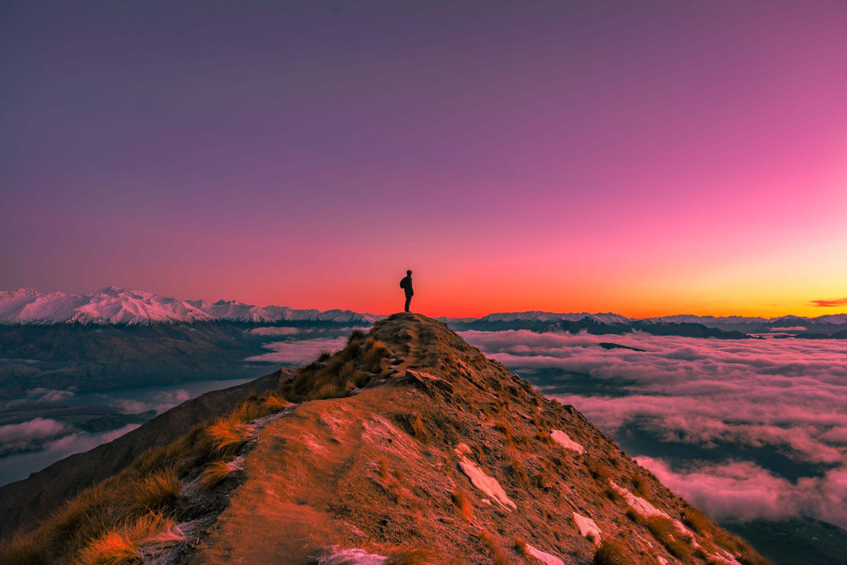 roys peak in new zealand at sunrise
