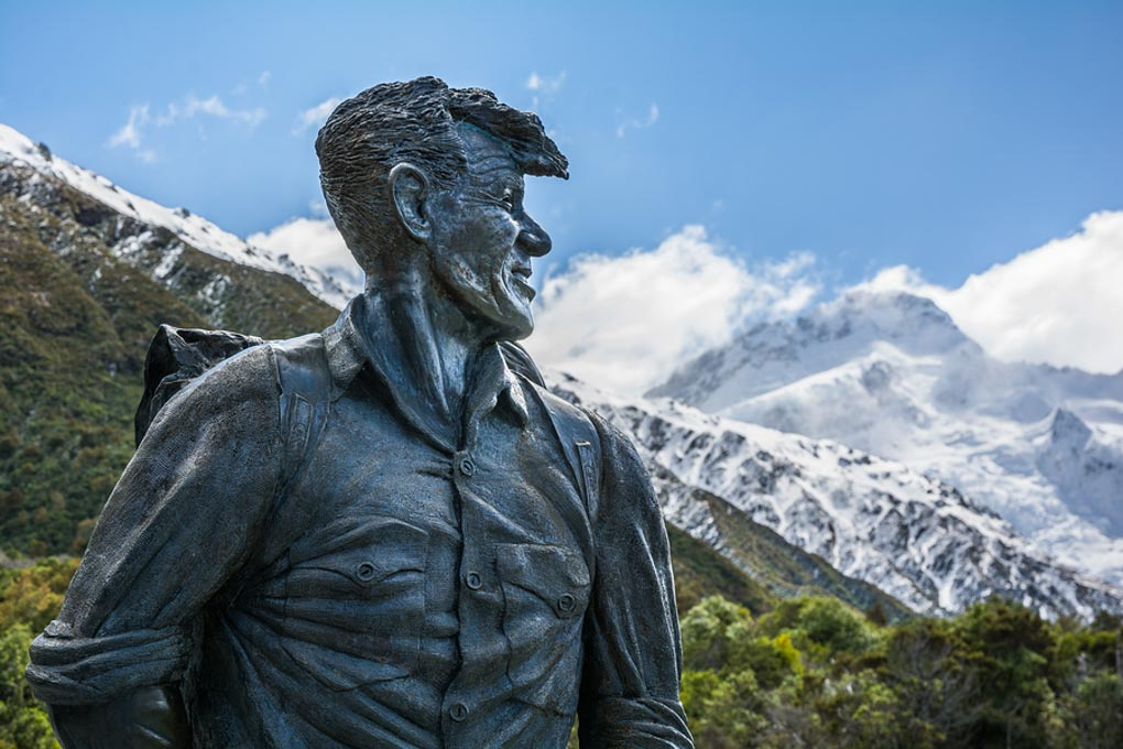 Sir Edmund Hillary Statue looking towards Mount Cook
