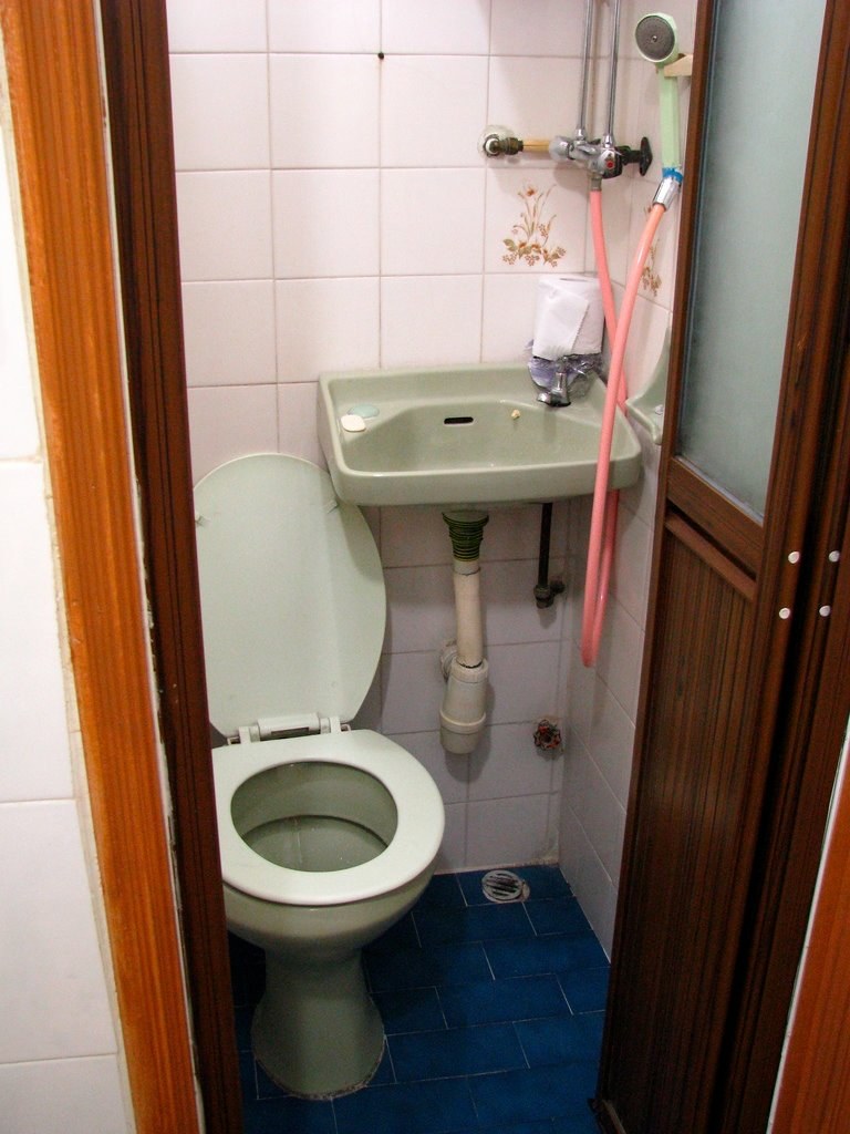 bathroom in chungking mansions