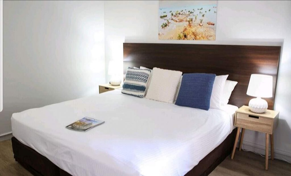 cavenagh hotel room