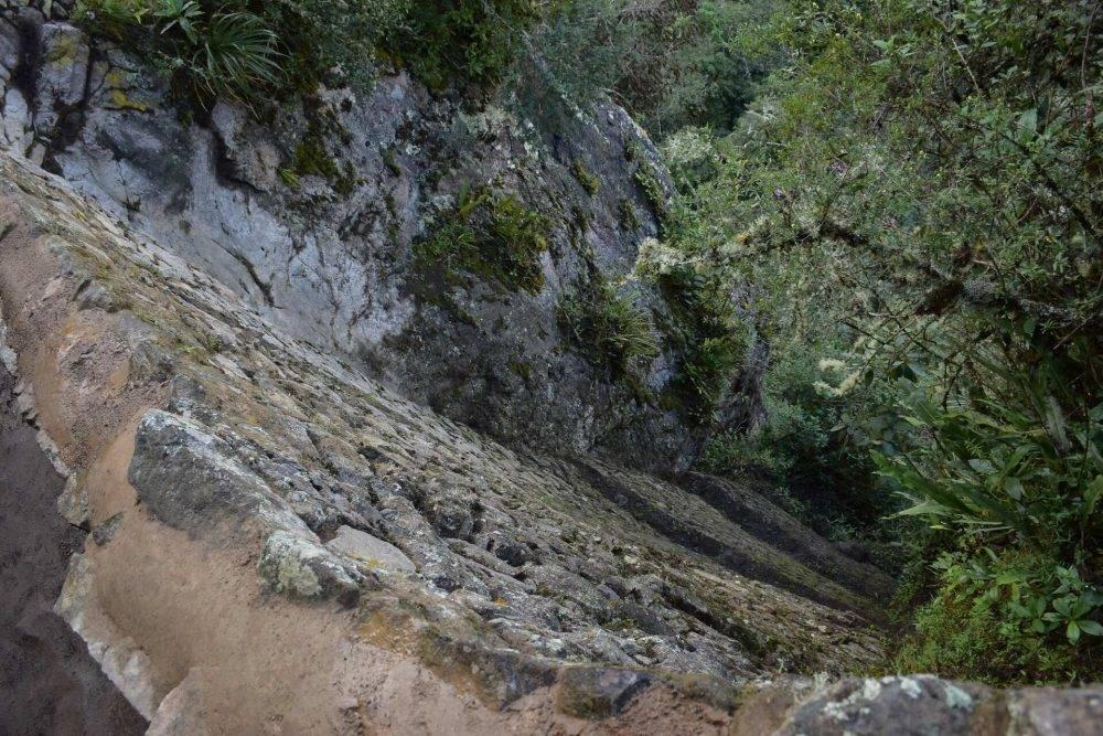 the edge of the inca birdge path