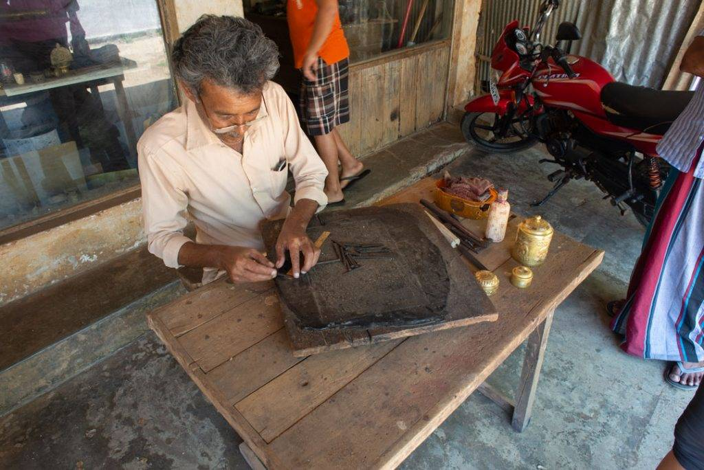 The Sigiriya handyman who makes copper souvenirs