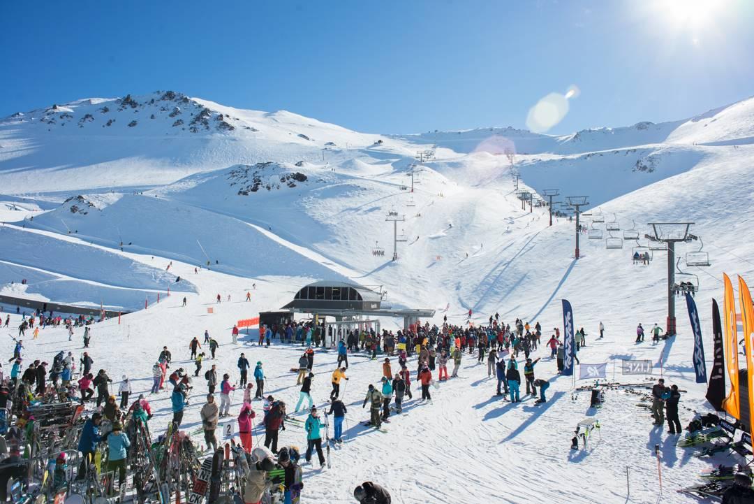 skiing at mt hutt new zealand