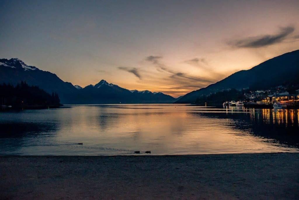 Sunset on Lake wakatipu in Queenstown