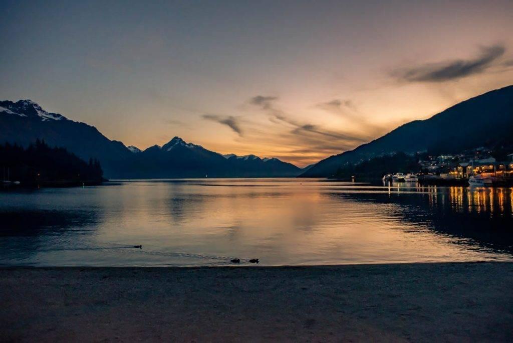 Sunset on Lake wakatipu in Queenstown