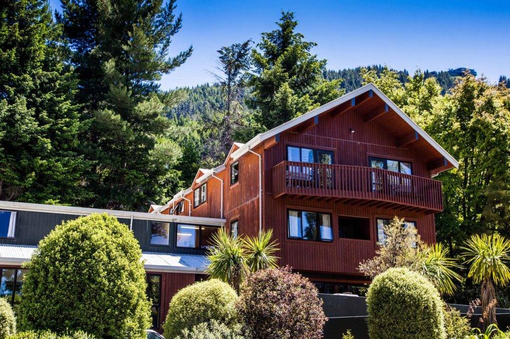 yha lakefront budget places to stay in queenstown
