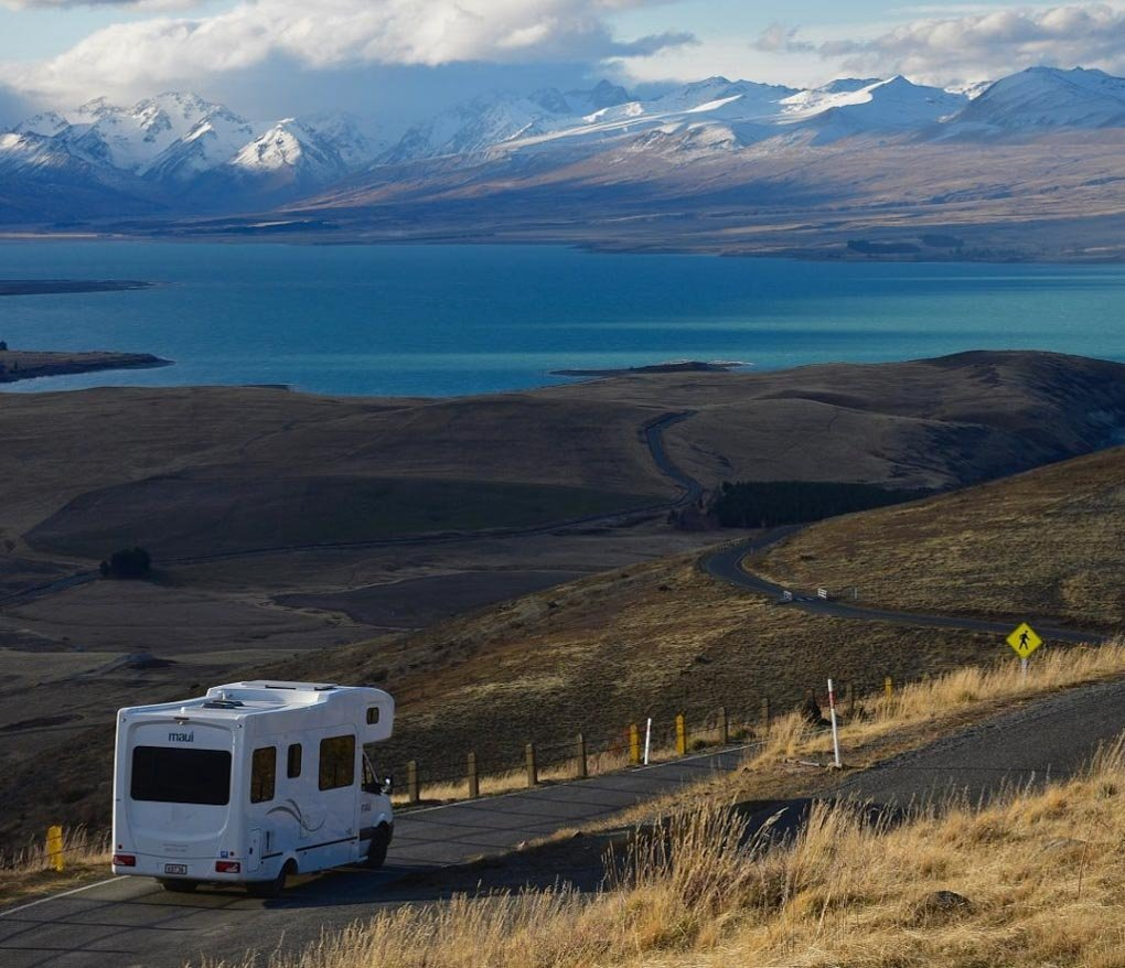 motorhome scenic photo in new zealand