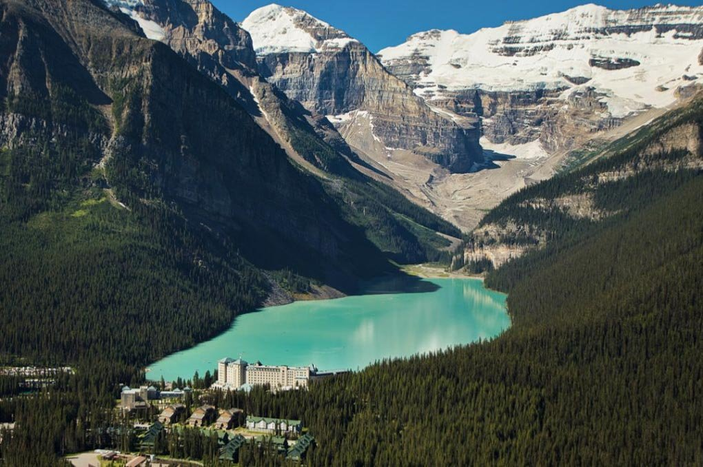 The Fairmont Chateau Lake Louise Hotel - a gorgeous place to visit near Banff