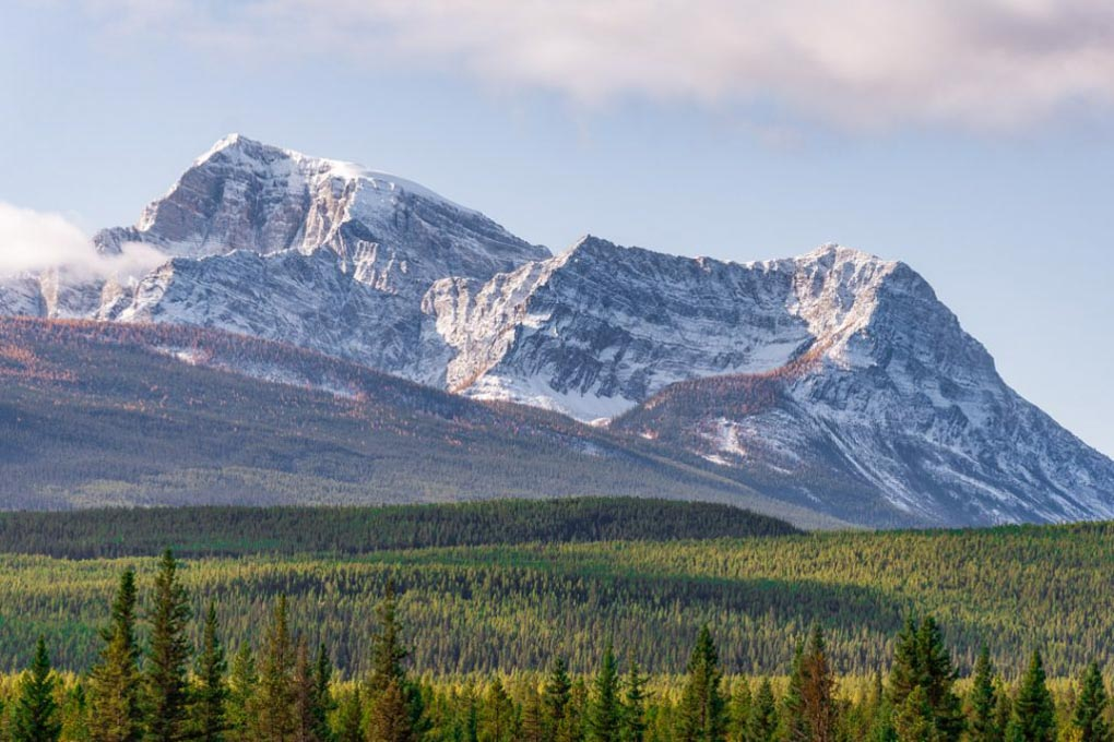 The views of the mountains at The views at Morant's Curve.