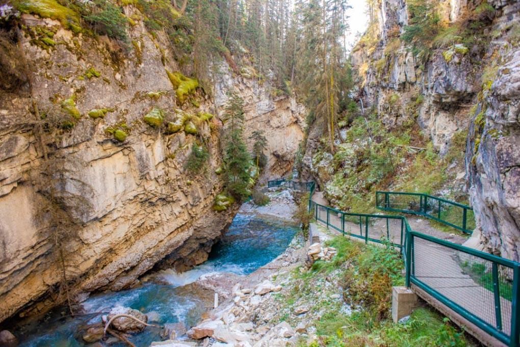 The beautiful Johnston Canyon!
