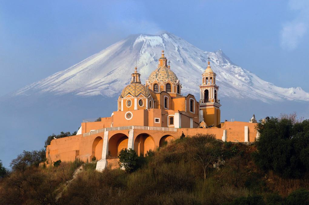 Popocatépetl and Iztaccihuatl volcano