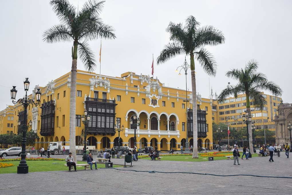 Exploring downtown Lima on a free walking tour