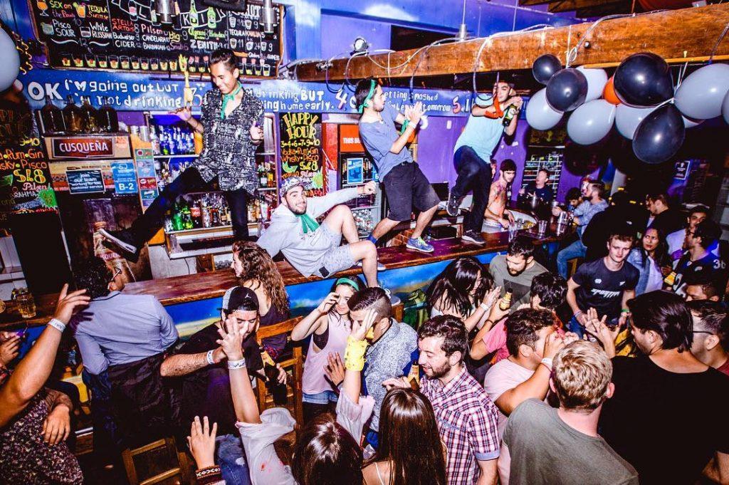 loki hostel cusco bar