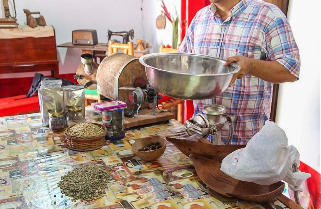 A man demonstrates how to make chocolate at the La Candelaria chocolate farm