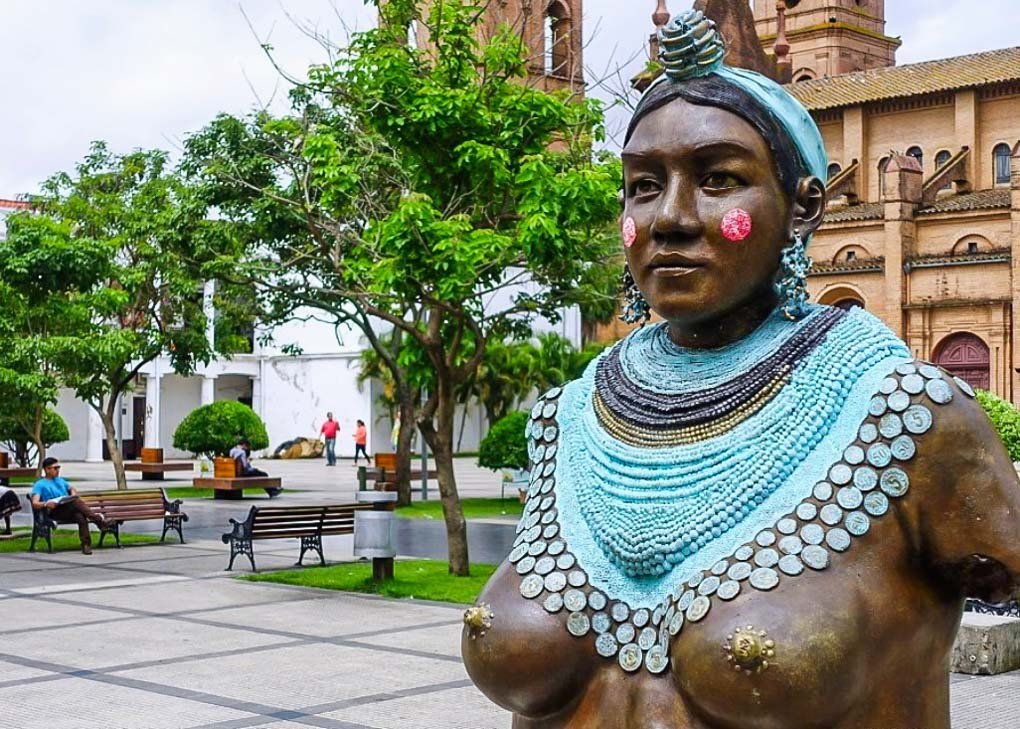 A statue in the middle of Plaza 24 de Setiembre in Santa Cruz, Bolivia