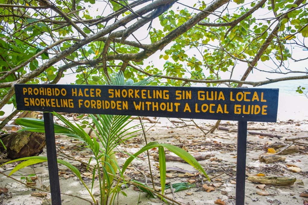 A sign reminding people not to snorkel without a guide