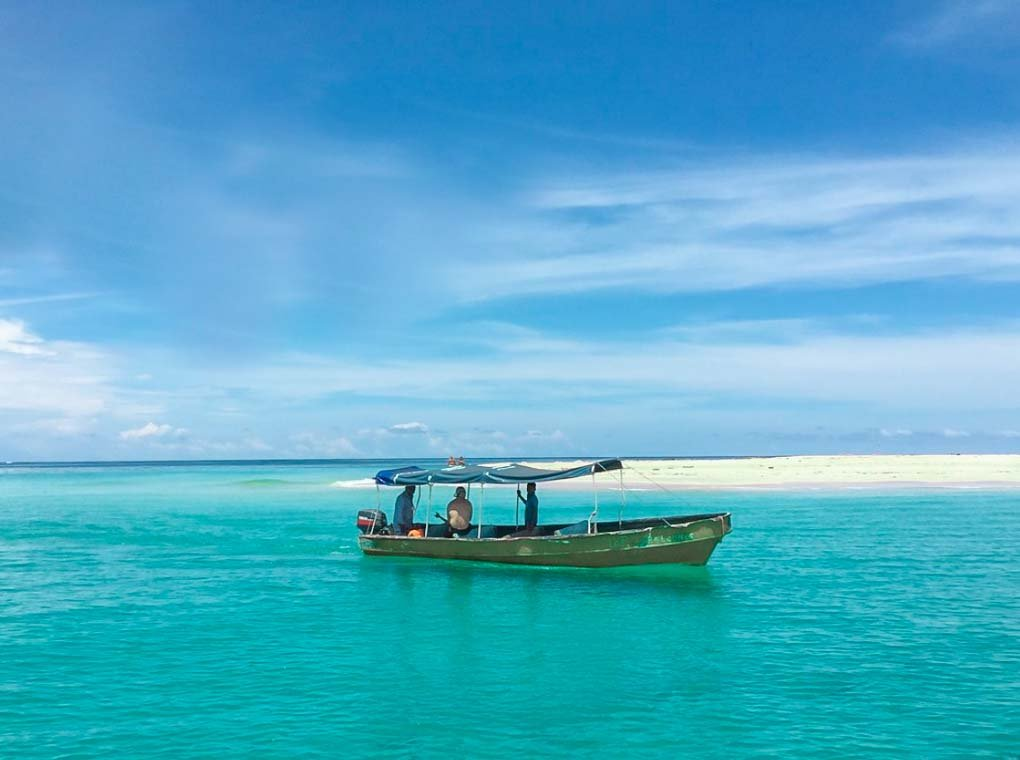 The calm waters of Isla Zapatillas in Bocas del Toro