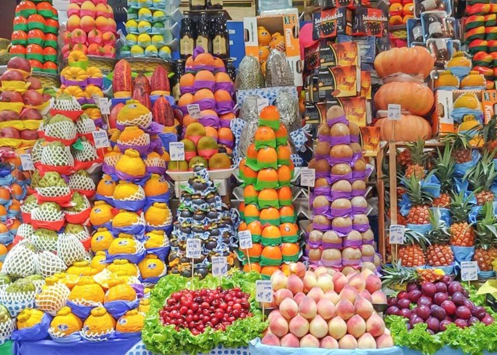 A fruit stand at the Sao Paulo Municipal Market