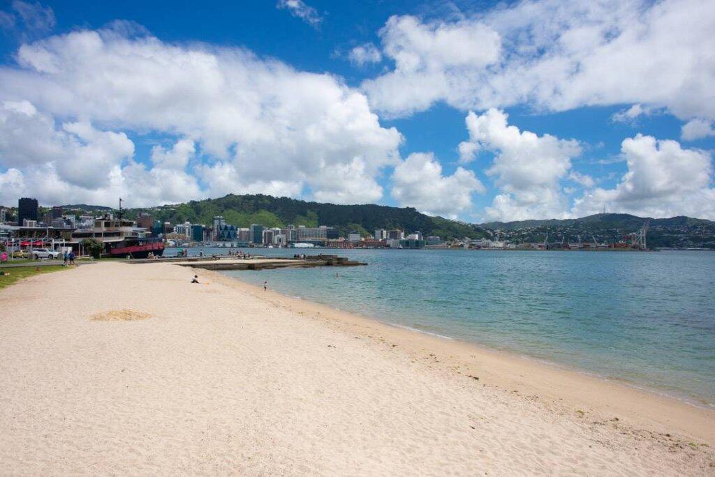 Oriental Parade Beach in Wellington, New Zealand