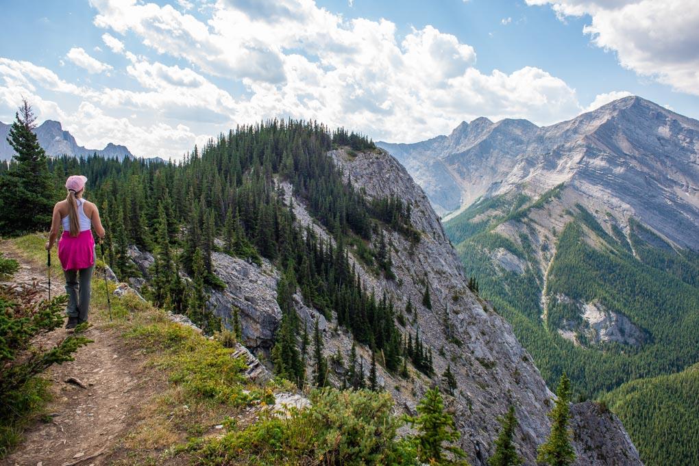 Hiking along the ridge line on Heart Mountain Hike