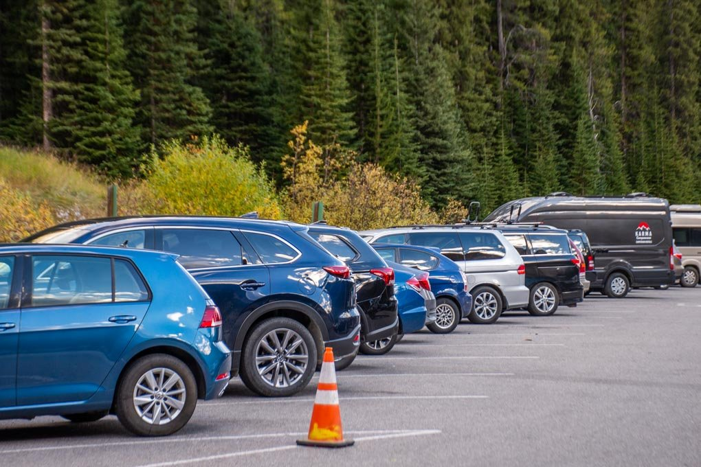 A full parking lot at Lake Moraine