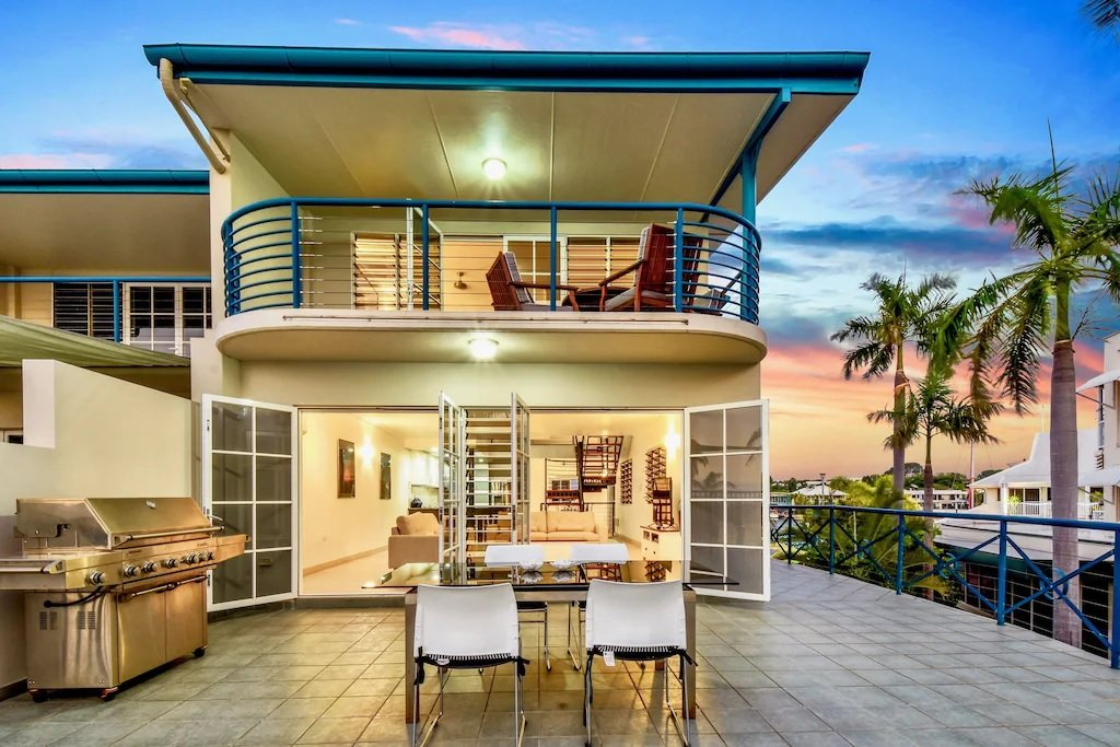 luxury beahcfront villa holiday home in Darwin