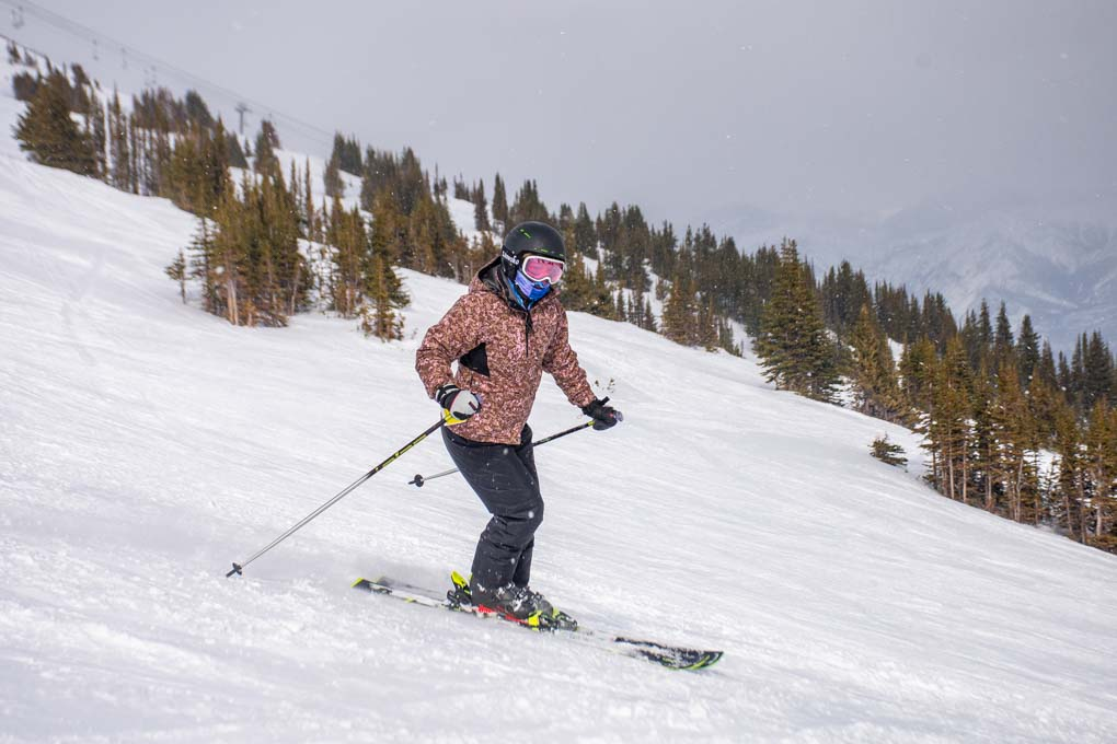 A lady skis at Marmot Basin in Jasper during winter