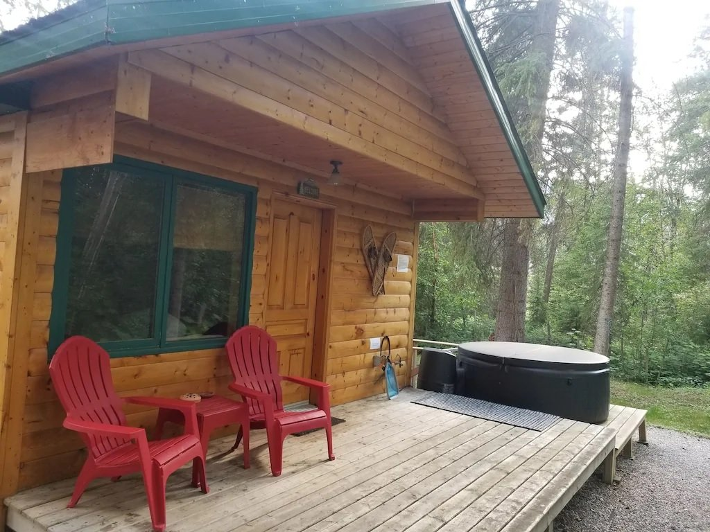 Beautiful cabin with private hot tub Airbnb in Radium BC