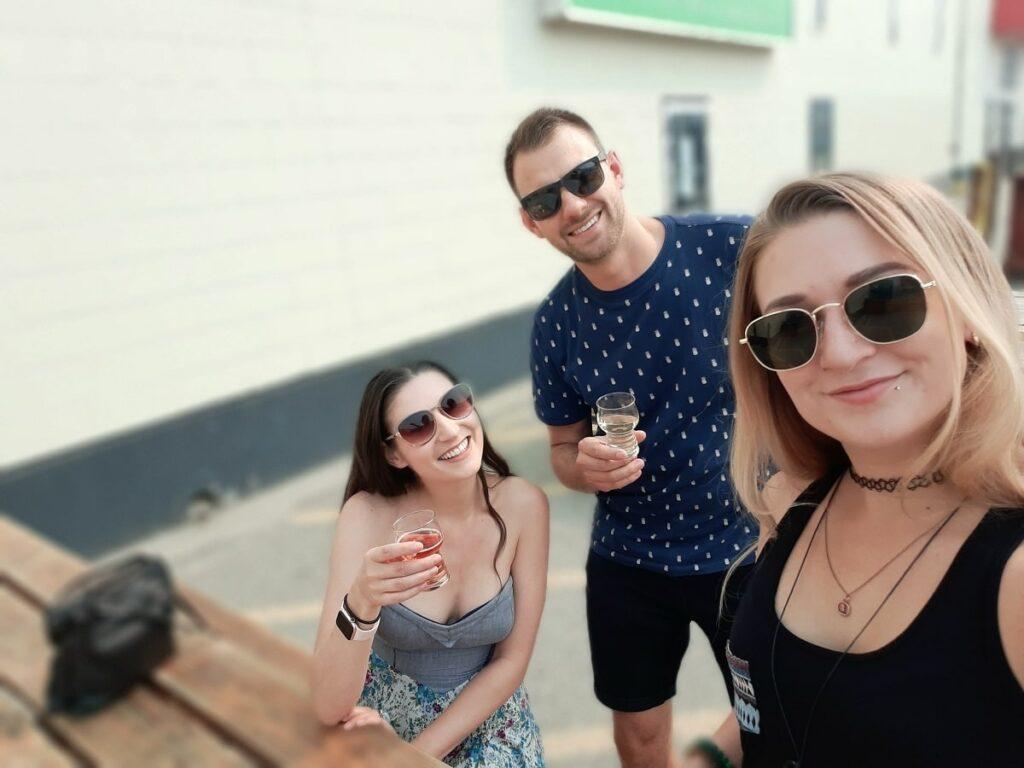friends trying craft beer in Kelowna BC