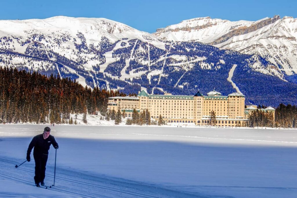 Crosscountry skiing on Lake Louise
