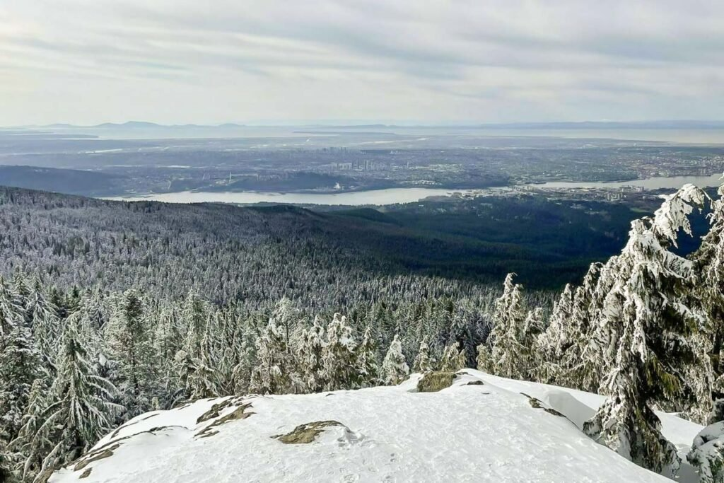 Dog Mountain Trail near Vancouver in winter