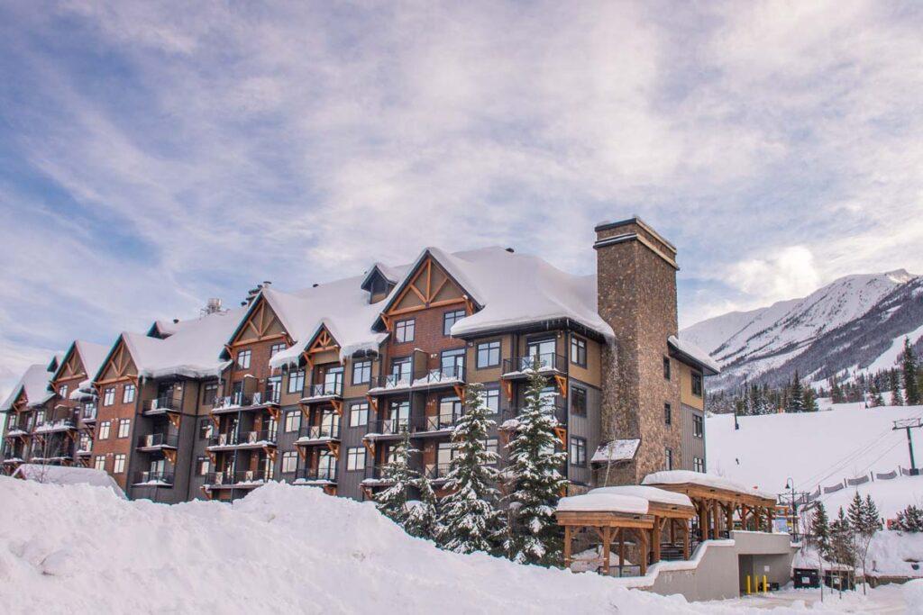 Glacier Mountaineer Lodge