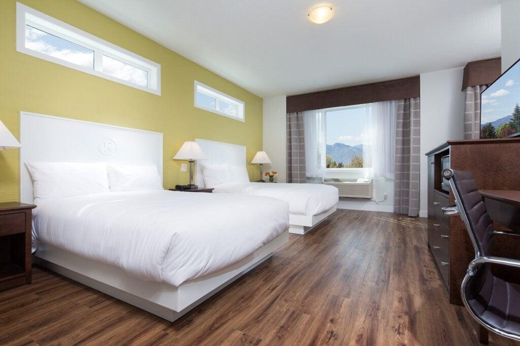 hotel room in the Econo Lodge in Kelowna