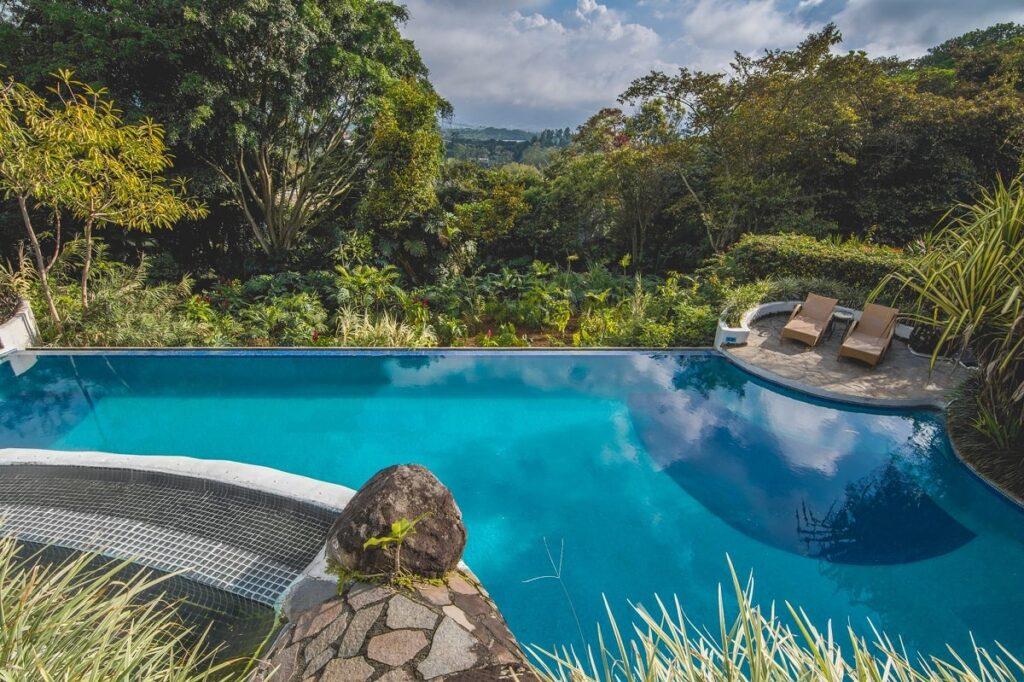 the pool at finca rosa blanca inn