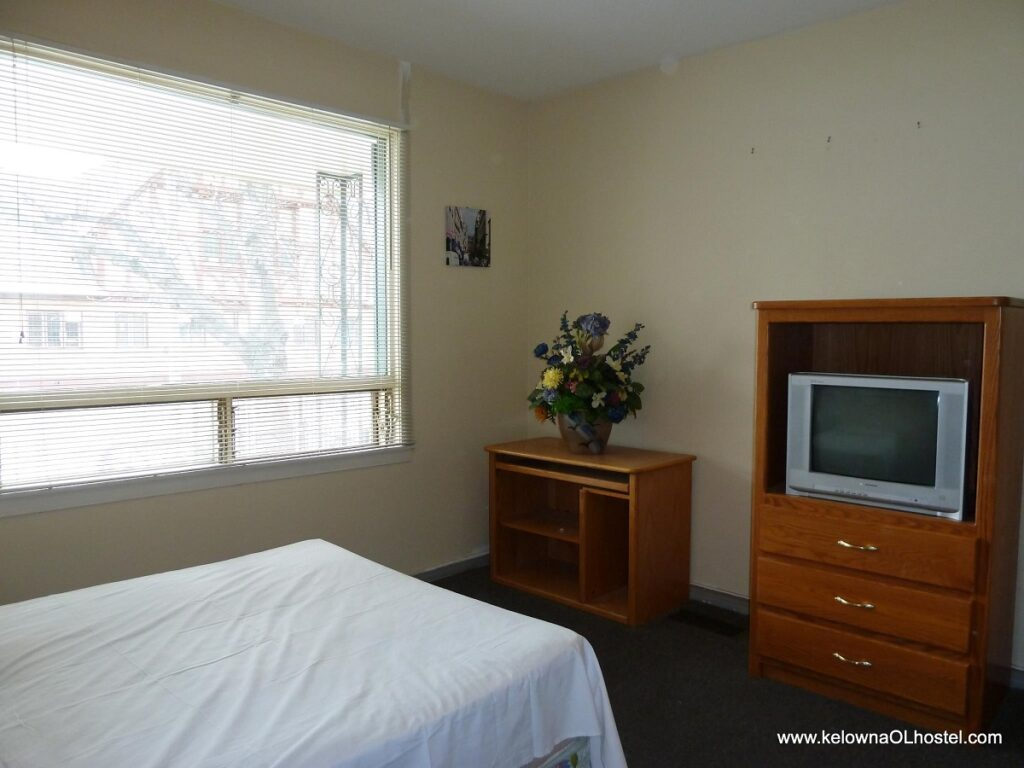 inside of a room at Kelowna Lake Hostel