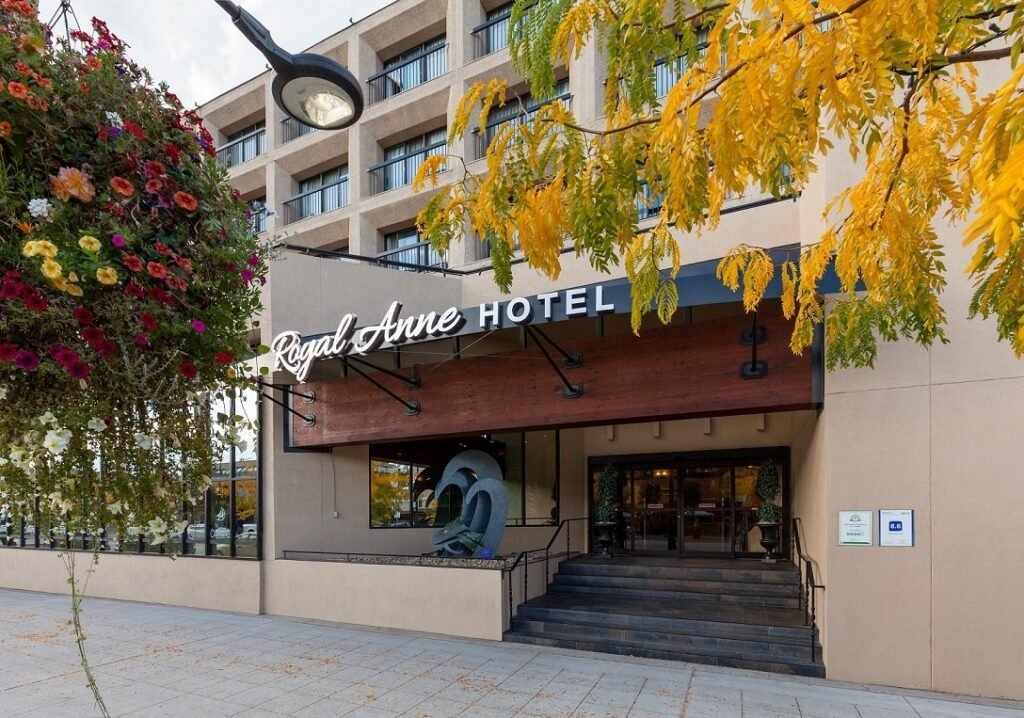 the outside of the Royal Anne Hotel in Kelowna, BC